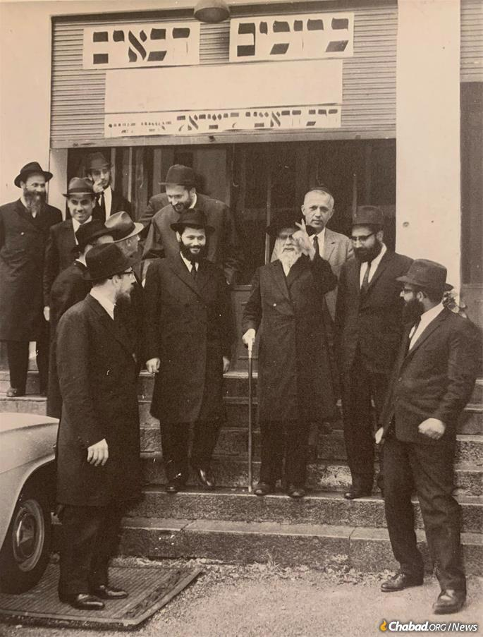 Garelik is remembered by Italian Jews as a man of vision, who did not see Jewish life in post-war Europe as it was, but as it could be. Pictured here (center, left) together with then-Sephardic chief rabbi of Israel Rabbi Yitzchak Nissim on the latter's visit to Camp Gan Israel Italy in the mid-1960s.