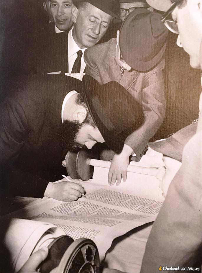 A young Rabbi Garelik at a Torah-scroll completion ceremony in Milan.