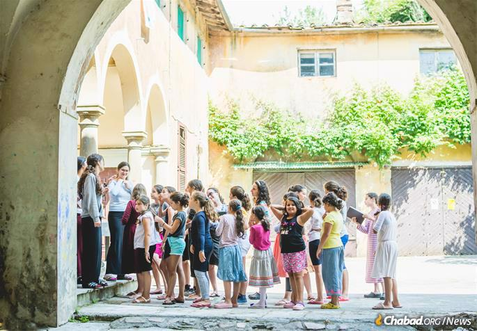 Morning line-up in the ancient sun-baked courtyard at Camp Gan Israel Italy, which since 1976 has been hosted at Villa Bozio, sculptor Jacques Lipchitz's former home and workplace in Tuscany. (Photo: Batsheva Helena Goldreich for Chabad.org).