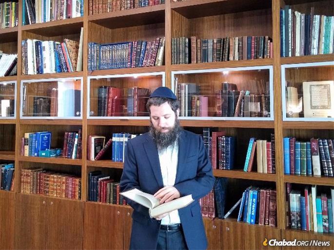 """הרב אלי רוזנפלד, מנהל שותף בחב""""ד פורטוגל."""