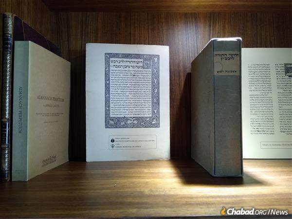 הספר הראשון שהודפס בליסבון, פירוש נחמנידס לתורה משנת 1489, הוא חלק מהאוסף היקר.