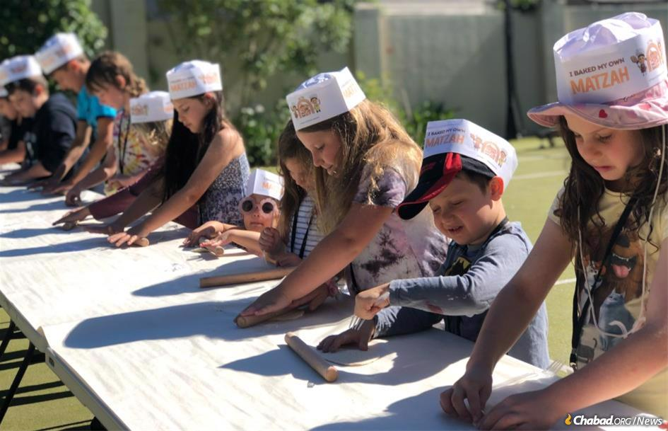 Kids bake matzah at the Chabad of Auckland Hebrew School.