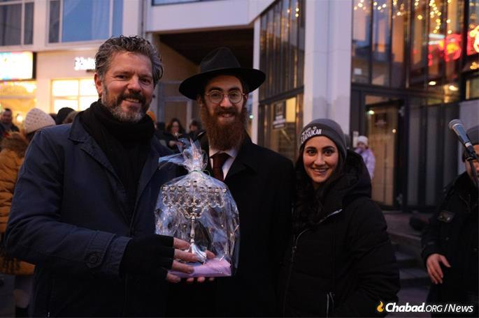 Reykjavik's Mayor Dagur Bergþóruson Eggertsson receives a menorah from Rabbi Avi and Mushky Feldman.