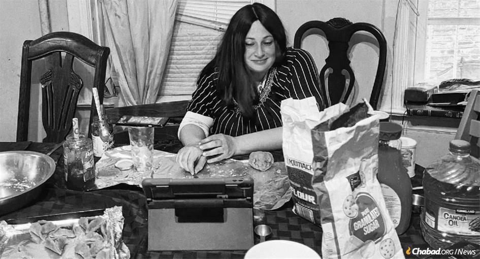 Chana Lightstone leading a virtual hamantashen bake for Google shortly before Purim.