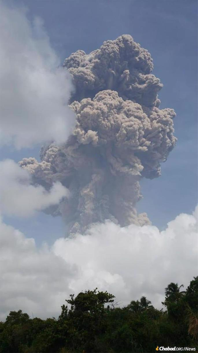 On St. Vincent, resident Shaaryn Behr watched the eruption. (Photo: Shaaryn Behr)