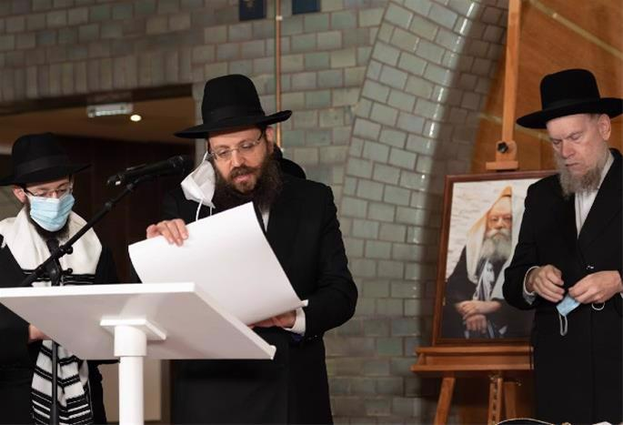 Wolff's son-in-law, Rabbi Levi Yitzchok Gottlieb, left, is conferred with the title of Chief Rabbi of Hanover by Rabbi Yehuda Teichtel of Berlin, center, and Rabbi Yaakov David Schmah, chief rabbinical justice of the Shomrei Hadas community of Antwerp, Belgium. (Photo: Armin-Levy/Raawi-Juedisches Magazine)