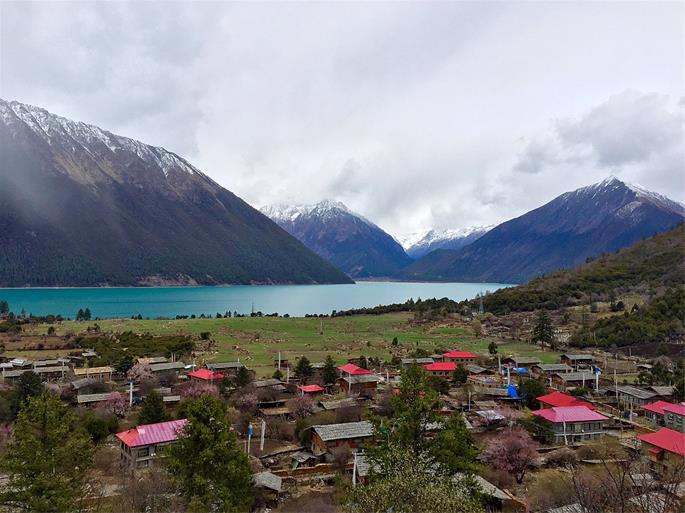 A village in Tibet (photo: Ping Lin)