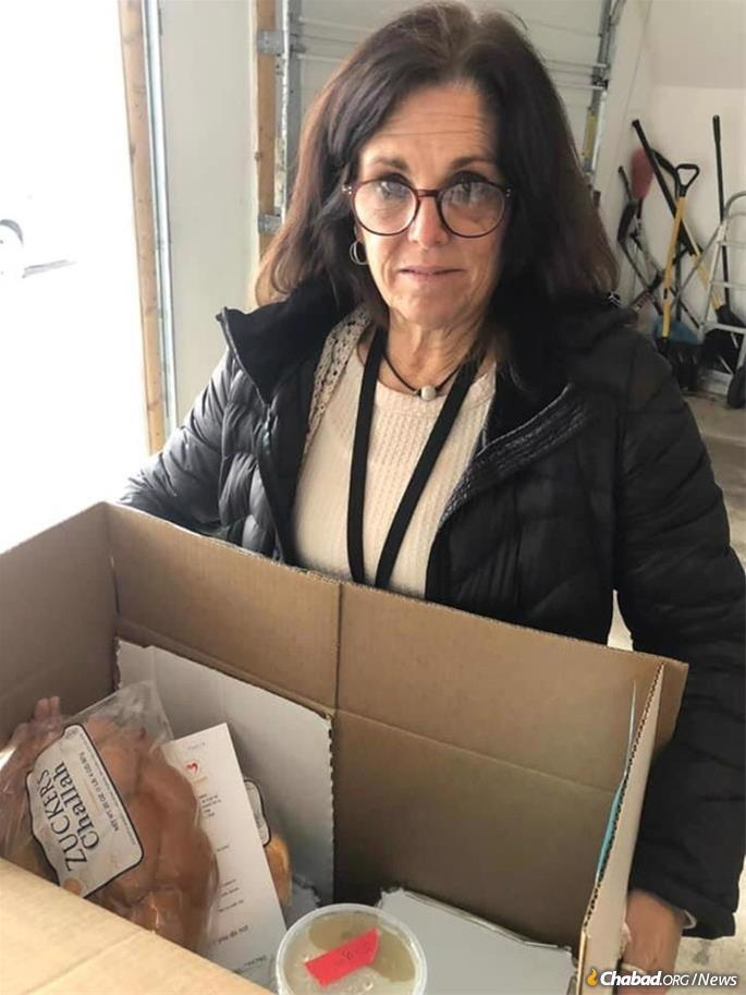 Volunteers helped out all year long with weekly Shabbat deliveries.