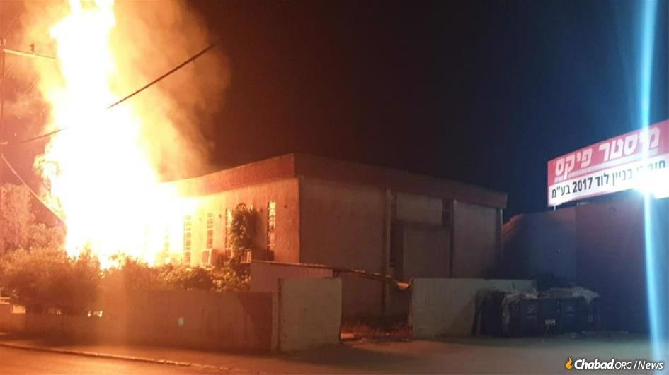 The Georgian Jewish community synagogue in Lod was torched by a rampaging mob.