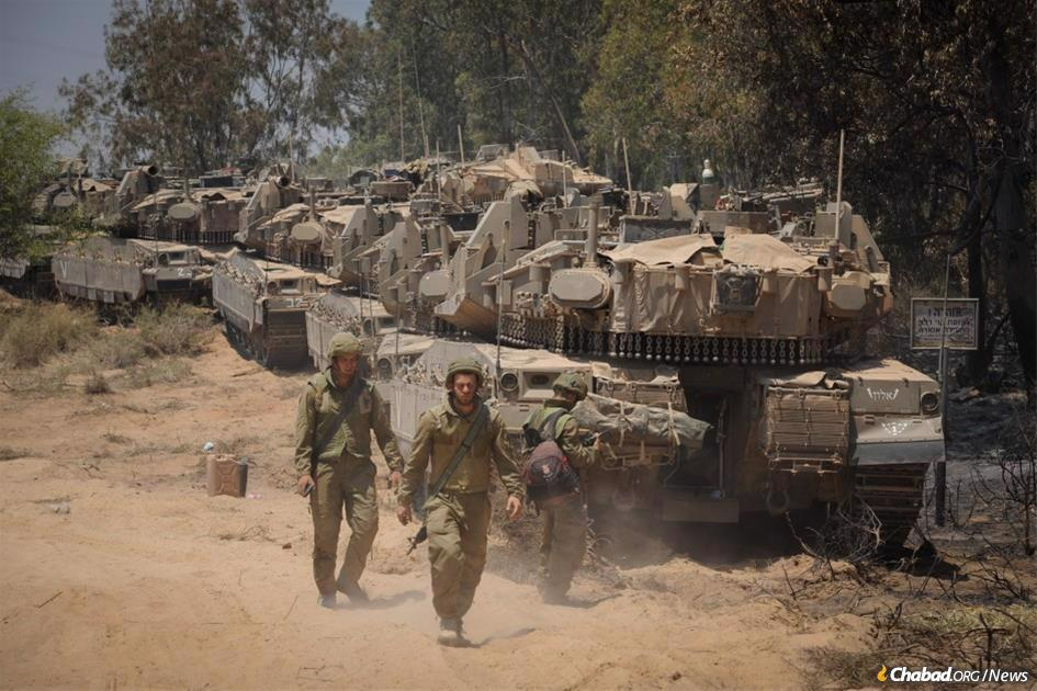IDF ground forces mass near the border with Gaza on the morning of Friday, May 14. (Photo:Avi Rokach/Flash90)
