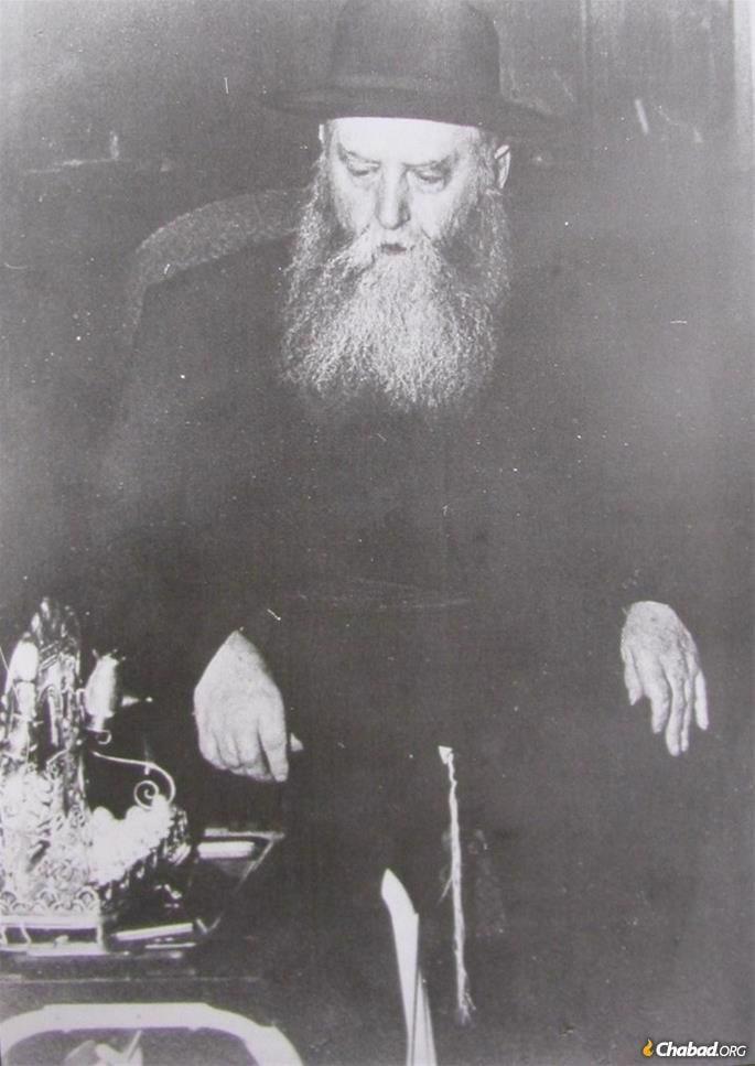 The last known photograph of Rabbi Yosef Yitzchak, taken on Chanukah, six weeks before his passing.