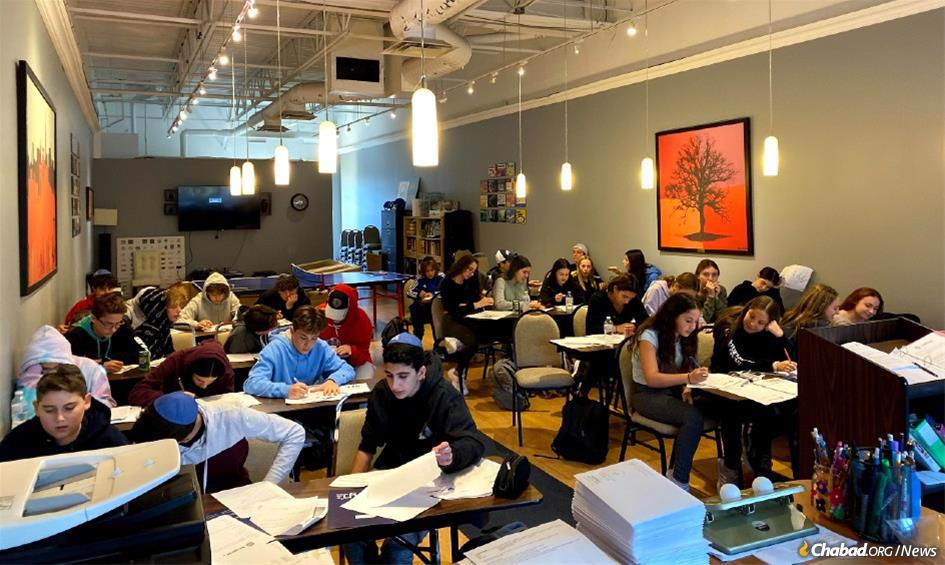 Teens have taken an active part in each step of the decision-making process at the Robbins Family Youth Center in Thornhill, Canada—from the relevance and comfort of the facilities to the colors and personalization of the interior space.