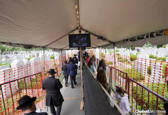 Men and women from around the world will be vising the Rebbe's resting place during the week surrouding the anniverary of passing. (File photo: Bentzi Sasson)