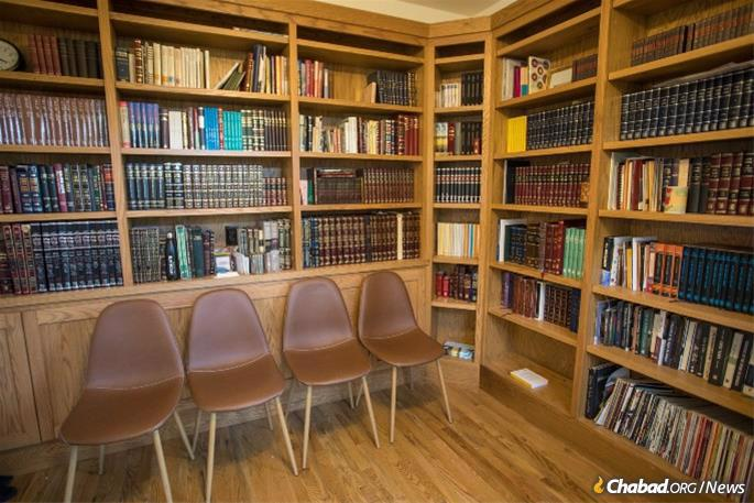 The Chabad center library (Credit: Oberlin College/Yvonne Gay)