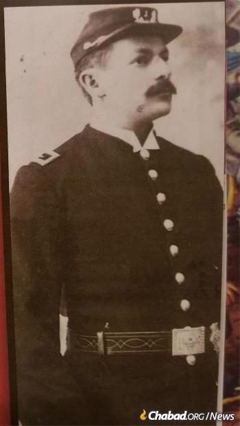 Holtz's great-grandfather Herman Holtz was born in Leipzig, Germany, came to the US at age 15 and fought in the Union Army in the Civil War. He settled in Hartford in 1865.