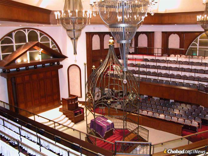 The shul's sancutary is attended by families from many differerent Jewish backgrounds.