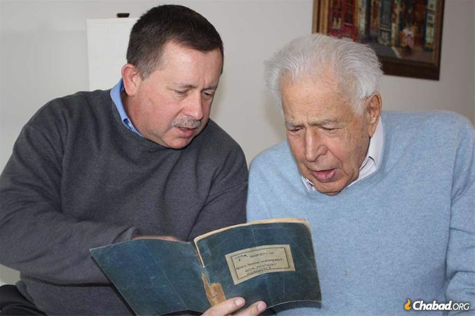 Lester Tanner and Chris Edmonds look through Roddie's wartime journal