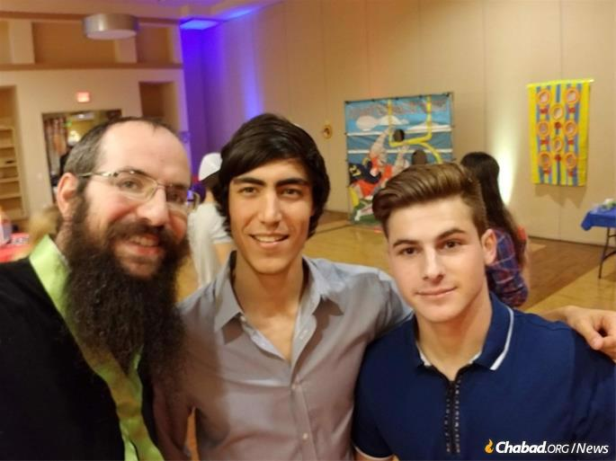 Moises Rodan, center, with Rabbi Aharon Notik, left, and a fellow student at the University of Florida at Gainesville.