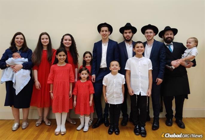 Rabbi Noginski and family