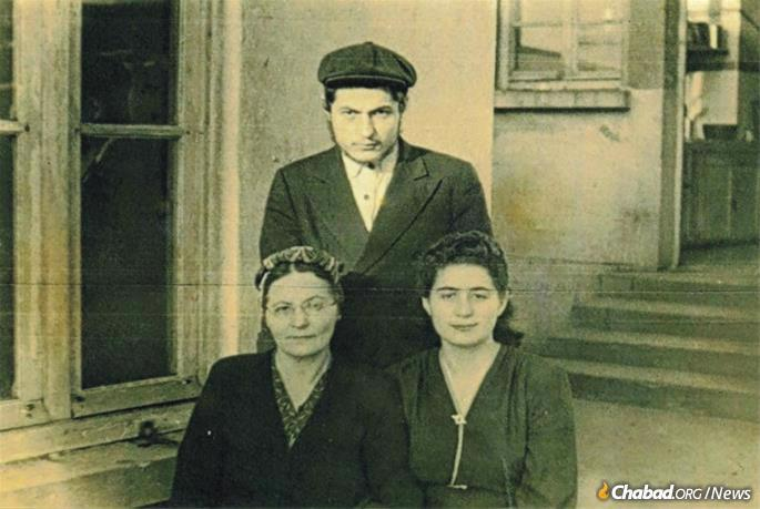 Aranow with his mother and sister.