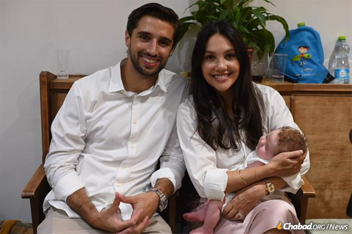 Frans-Jan and Jordana Meiten, who recently moved to Israel from Holland with their infant daughter, Leah. (Photo: Avi Noo)