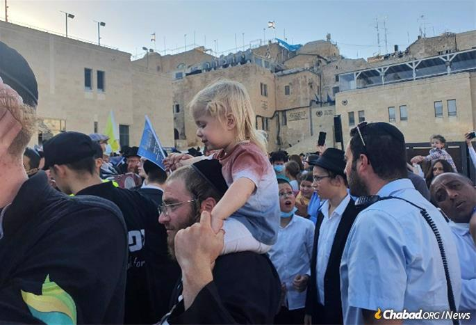 The Rebbe explained that children can fuel a dramatic demonstration of unity that can change the planet. (Photo: Yaakov Ort/Chabad.org)