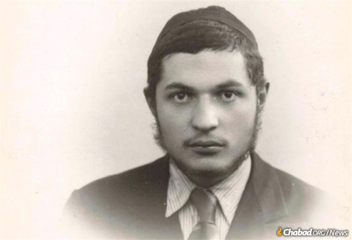 Passport photo of Aranow as a teenager
