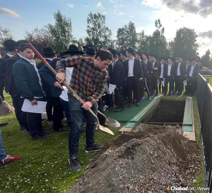 As per Claven's final wishes, his remains were brought to Anchorage, where the taharah was performed by members of the Seattle Chevra Kadisha, who had flown in for the funeral. About 100 Jews gathered at the Jewish section of Anchorage Memorial Park Cemetery to see him off on his final journey.