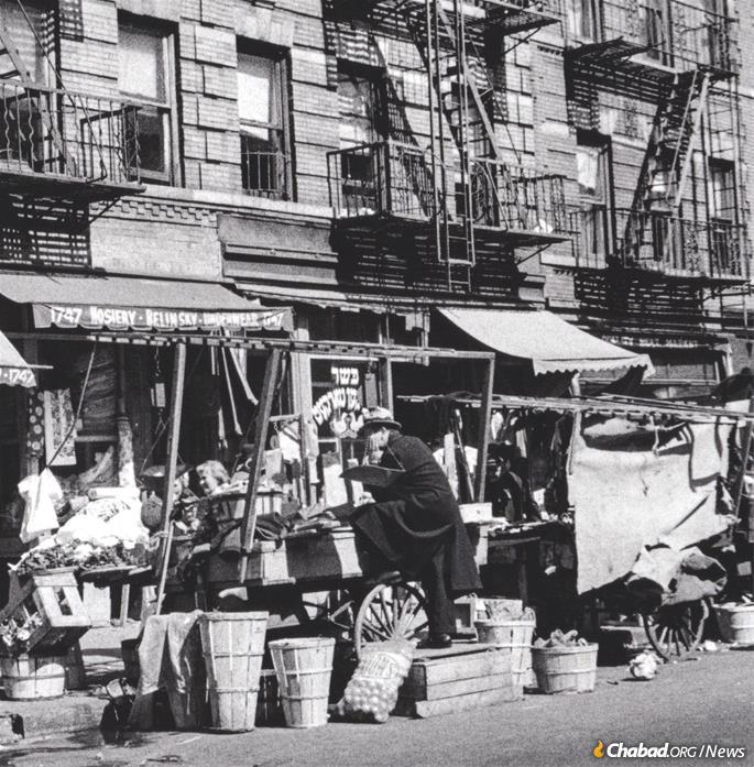 The Prospect Place pushcart market on the border of Crown Heights and Brownsville, circa 1940s. (Credit: Photo by Joe Schwartz, Brian Merlis Collection / oldNYCphotos.com)