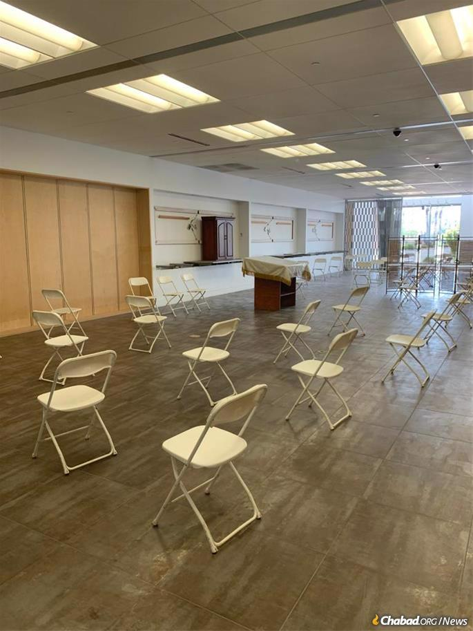 A former Apple Store in Mesa, Ariz., will be the venue for High Holiday services this year.