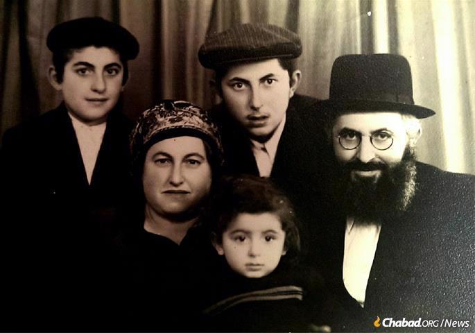 Sholom Jacobson was the youngest of three sons born to Rabbi Simon and Fraida Yakobashvili.