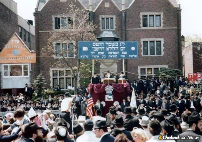 The royal bunting festooning the Rebbe's place at the Lag BaOmer parades was the brainchild of Jacobson, who used his creativity and artistic ability for many purposes.
