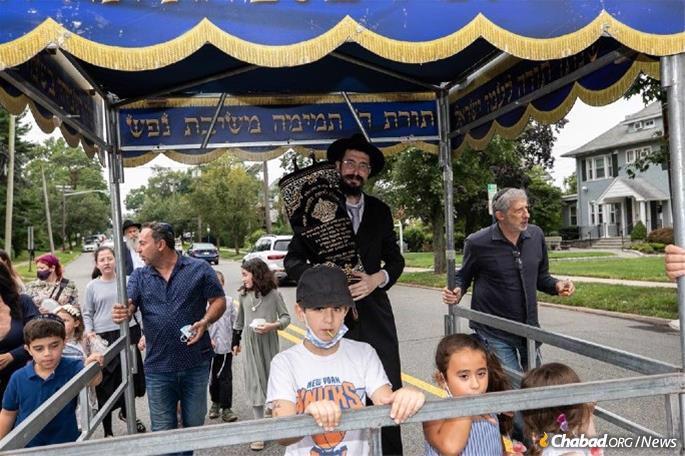 Rabbi Mendy Kaminker celebrates a new Torah scroll with members of the Jewish community in Hackensack, N.J. (Photo: David Miller Studio)