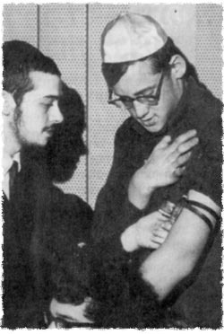 Donning Tefillin at the Bnai Brith conference