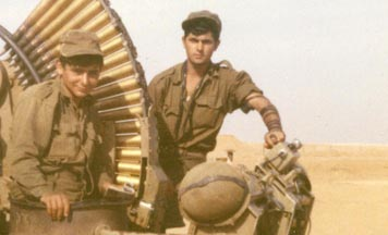 Tefillin with IDF soldiers in the Sinai Desert