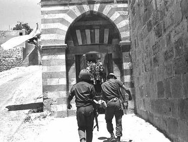 Israeli soldiers entering the Cave of the Patriarchs, the Me'arat HaMachpela, in Hebron. Photo: Tzukerman Aharon/Israel National Photo Archive