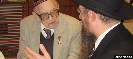 Boris Efimov, left, who just turned 107, chats with Chief Rabbi of Russia Berel Lazar.