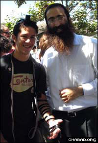 Jordan D'Amato dons tefillin with Rabbi Gil Leeds at the University of California at Berkeley.