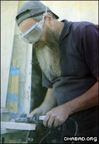 Eliyahu Eidenov at work in his studio (Photo: Ezra Landau)