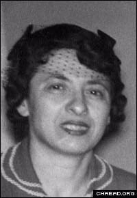 Taibel Lipskier on her 25th wedding anniversary in 1959