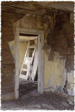 כאשר צרעת היתה מתפשטת בבית, לא הייתה כל ברירה אלא להרוס אותו.
