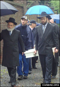 Rabbis Binyomin Jacobs, left, of Chabad-Lubavitch of the Netherlands, and Yaakov Yitzchak Schapiro, the Maastricht-based director of Chabad-Lubavitch of Limburg and North Brabant, carry bones from a just-discovered Jewish cemetery to Maastricht's central Jewish cemetery for reburial.