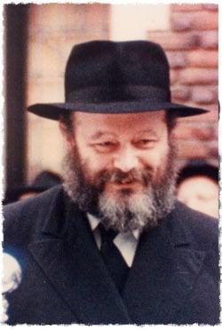 Le Rabbi, Rabbi Mena'hem Mendel Schneerson, de mémoire bénie, à l'époque de sa première rencontre avec Lipchitz.