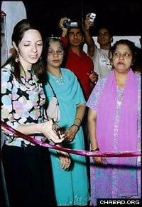 Rivkah Holtzberg cuts the ribbon at the grand opening of a Jewish ritual bath in Mumbai.
