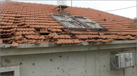 """בית של שליח חב""""ד בשדרות לאחר שנפגע מפגיעת קסאם (צילום ארכיון)"""