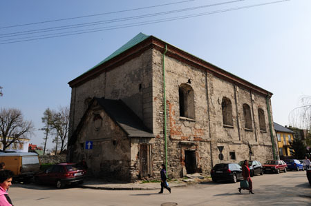 The Chimielniker Synagogue, the only remaining synagogue in Chmielnik, was used by the Germans during the war as a storage house. (Photo: Piotr Bartczak)