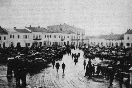 The Jews of Chmielnik being deported to Treblinka.
