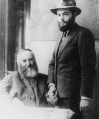 Le Rabbi et son futur beau-père après ses fiançailles