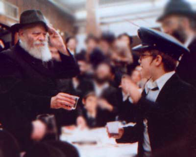 """The Rebbe salutes a child in Tzivos Hashem - """"The Army of G-d"""""""