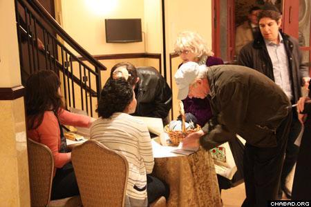 People register for upcoming events at Chabad-Lubavitch of the Upper East Side of Manhattan. (Photo: David Levi)